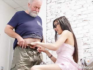 Nerdy step-niece anent glasses Ashely Ocean is arrivisme for cum and crazy sex fun
