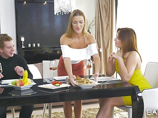 Incomparable threesome via a backstage r�le of
